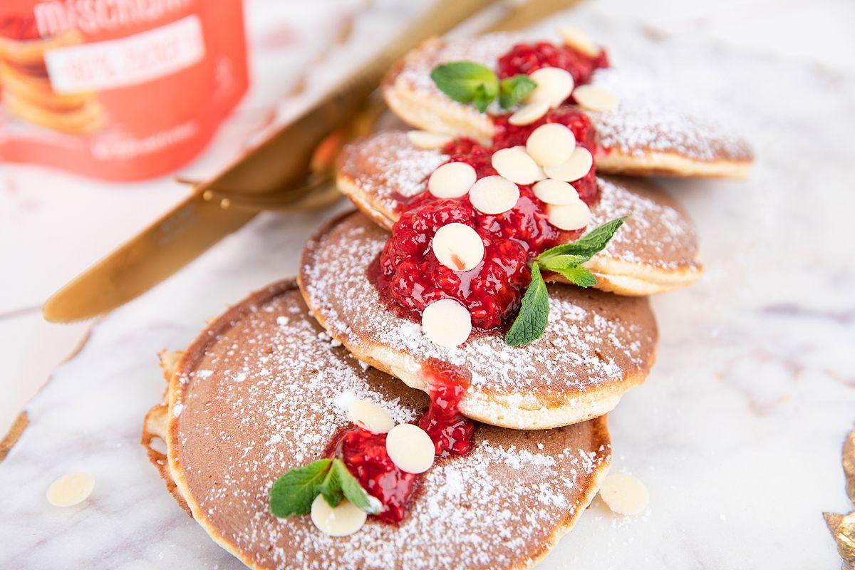 Fluffige-Pancakes-mit-Puderxucker