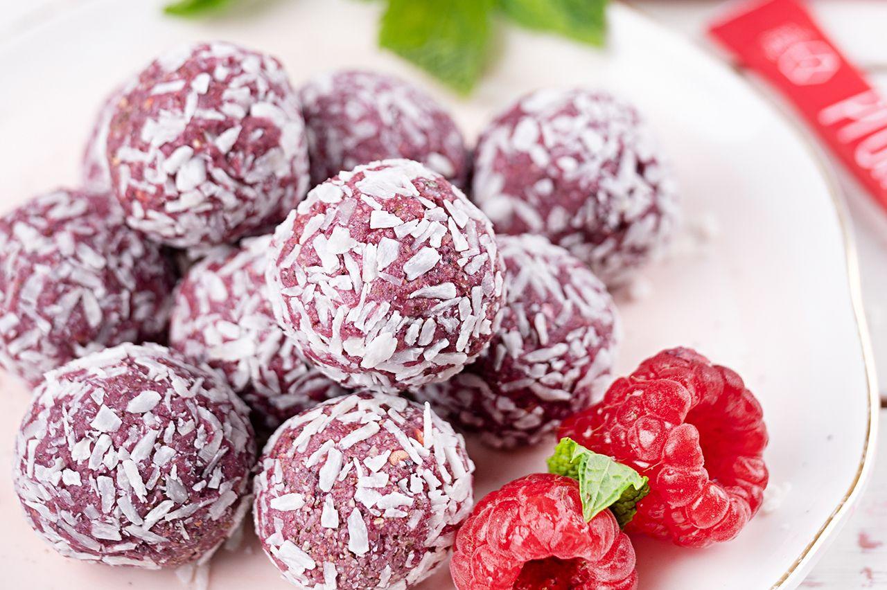Vegane-Energy-Balls-mit-Himbeeren-Kokos
